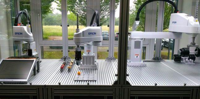 Adrian Clark, Vicepresidente de proffesional solutions de Epson Europe ha destacado que el nuevo sensor que incorporan los robots N-Series y Scara permitirá modular automáticamente la fuerza que las maquinas aplican sobre los objetos, permitiendo automatizar tareas complejas que hasta ahora requerían de intervención humana. Aunque la robótica no es nada nuevo para Epson, ya que cuenta con 55.000 robots en todo el mundo principalmente dedicados a tareas en cadenas de producción, pretende, con este nuevo sensor, mejorar procesos, reducir costes de producción, optimizar la calidad del producto y contribuir al avance de la sociedad. En definitiva, estamos a las puertas de una nueva revolución industrial donde hay cabida tanto para humanos como para robots.